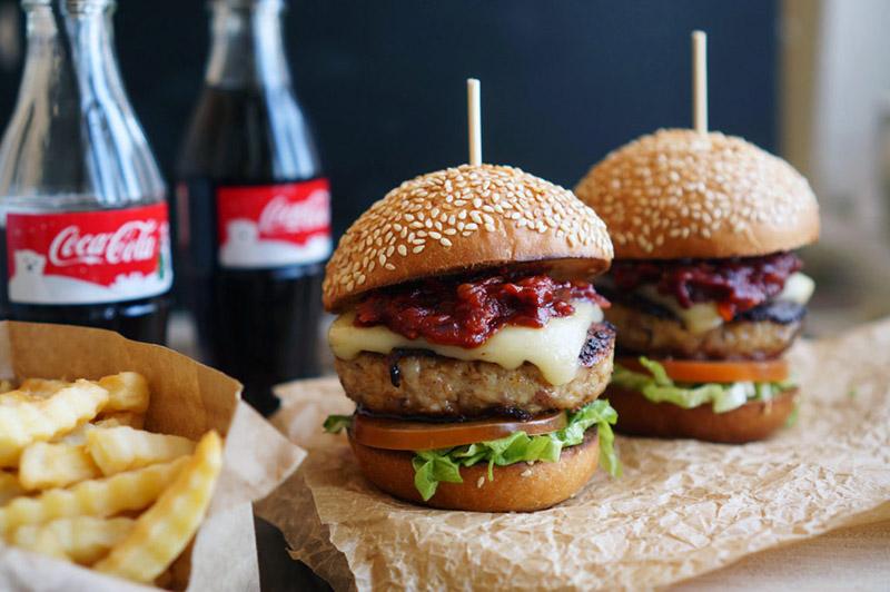Burgeru pasūtīšana un piegāde Rīgā un Jūrmalā